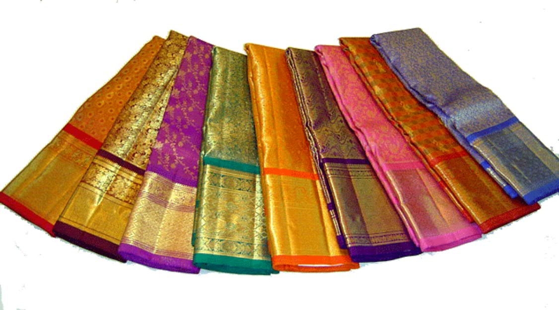 Stylish saree ideas for wedding at Banquet halls in Kolkata