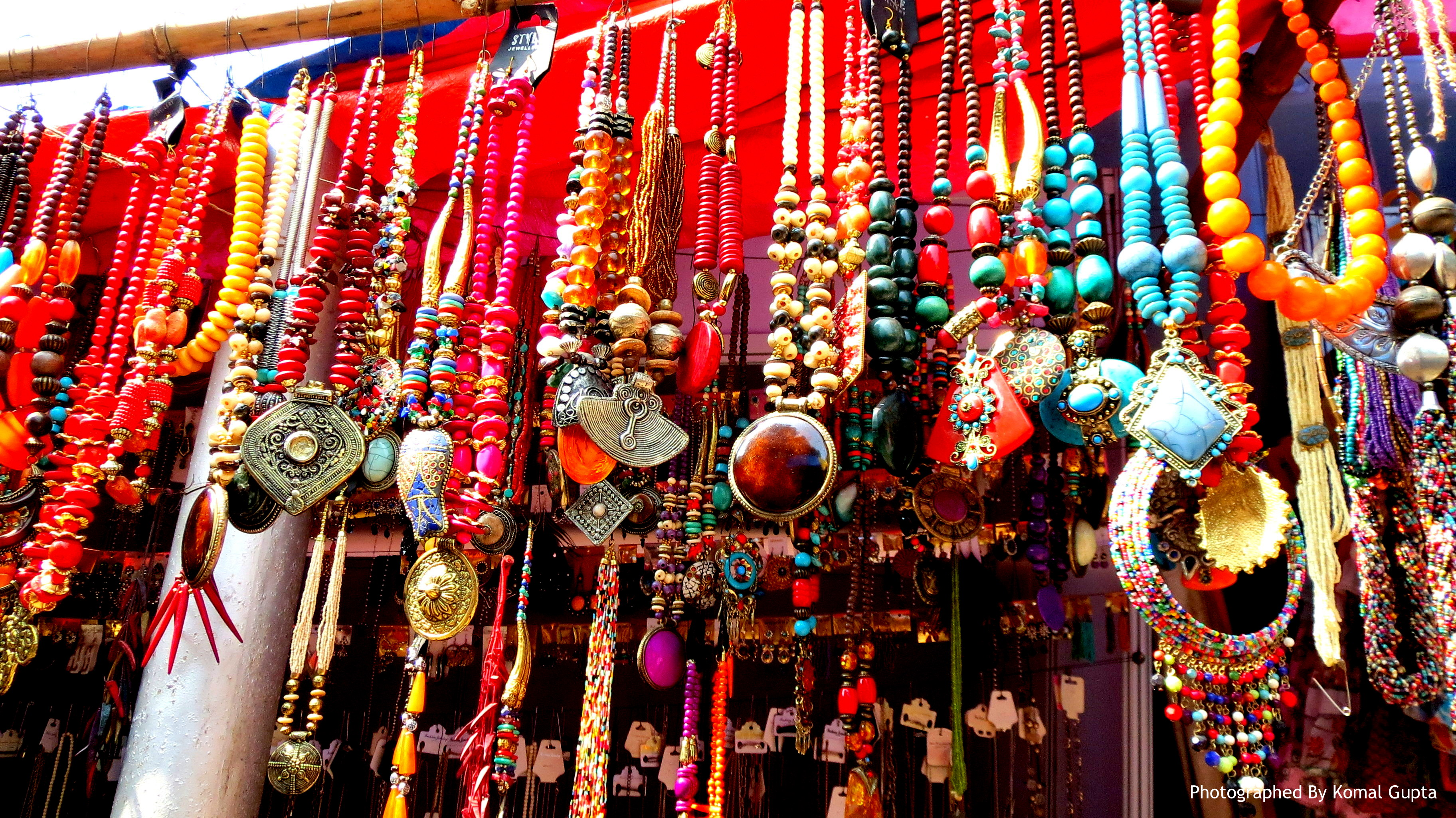Junkie Jewels – Beading from Indian Streets