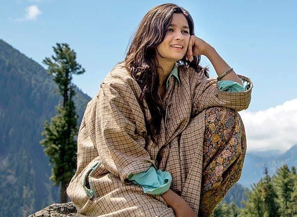 Bollywood Actress in a casual Pheran