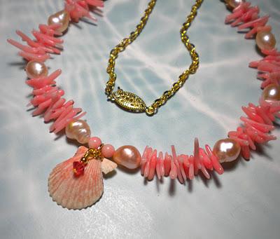 Seashell Necklace (Source: delsshells.blogspot.in)