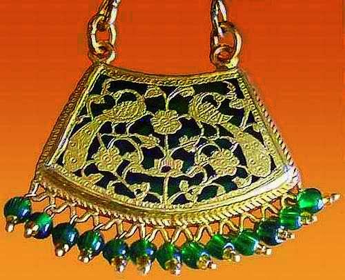 Thewa Jewelry (Source: wikimedia)
