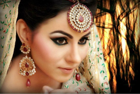 Kajal enhances the bride's face by highlighting her eyes while offering numerous health benefits.