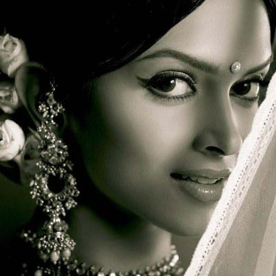 Jhumkas or long decorated earrings highlight the features of the bride.