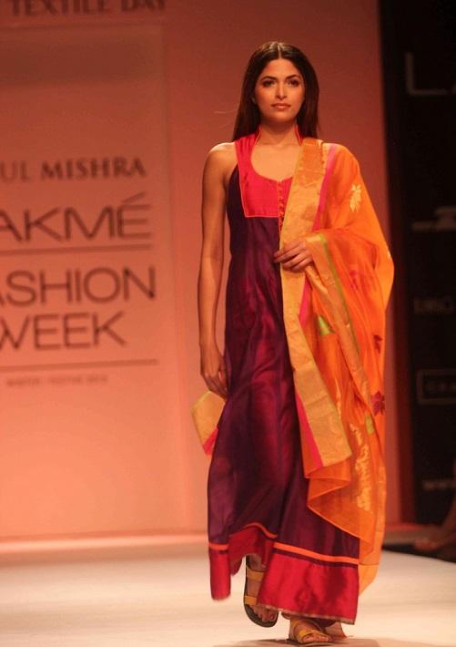 Chanderi Suit On Runway Image Courtesy Lakme Fashion Week Utsavpedia