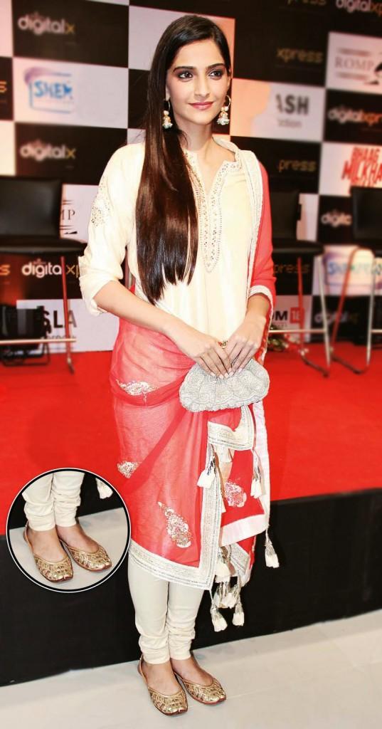 Bollywood Celeb in Jutti