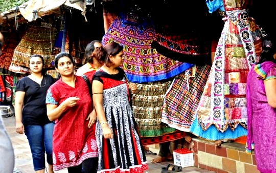 Women Shopping Mirror Work (Image Courtesy: Indiatimes)