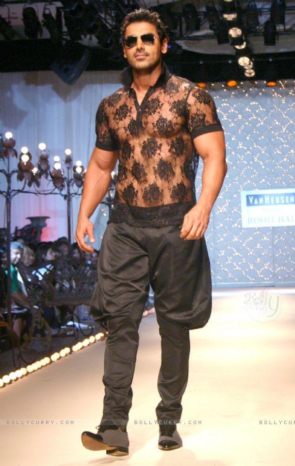 Jodhpuri Pants (Image: bollycurry.com)