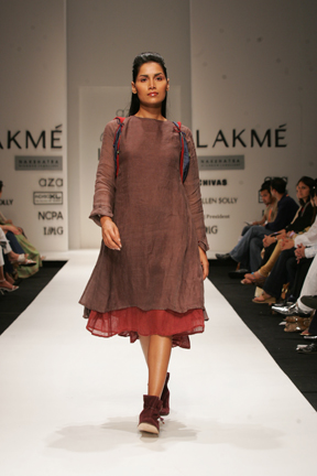 A model showcases a Bagalbandi attire (Image: www.coroflot.com)