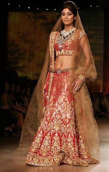 Kinkhwab Brocade Bridal Outfit Sported by Actress Shilpa Shetty (Image: •https://www.pinterest.com/amassand)