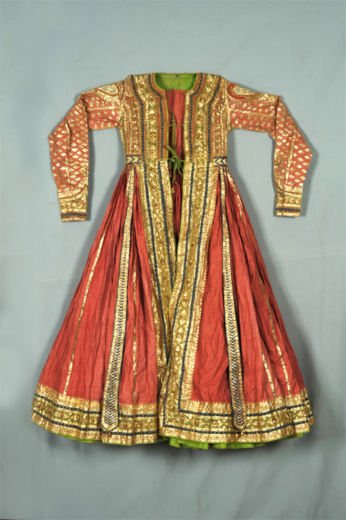 Peshwaz from the Mughal Era Preserved in a Museum (India) (Image: http://nationalmuseumindia.gov.in)
