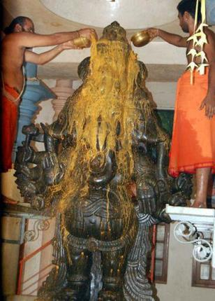 This 2009 picture shows Abhishekam being performed to an idol of Lord Vinayagar at Sri Bhuvaneswari temple in Pudukottai, Tamil Nadu, on the occasion of Vinayaga Chathurthi. (Image: Thehindubusinessline.com)