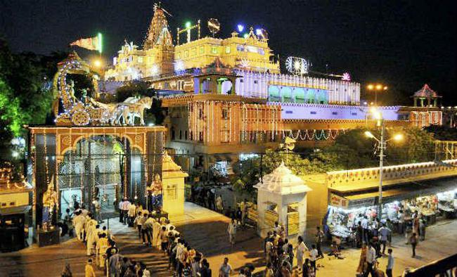 Mathura's Krishna Temple, all decked up on the occasion of Janmashtmi (Image: Indiatoday.in)