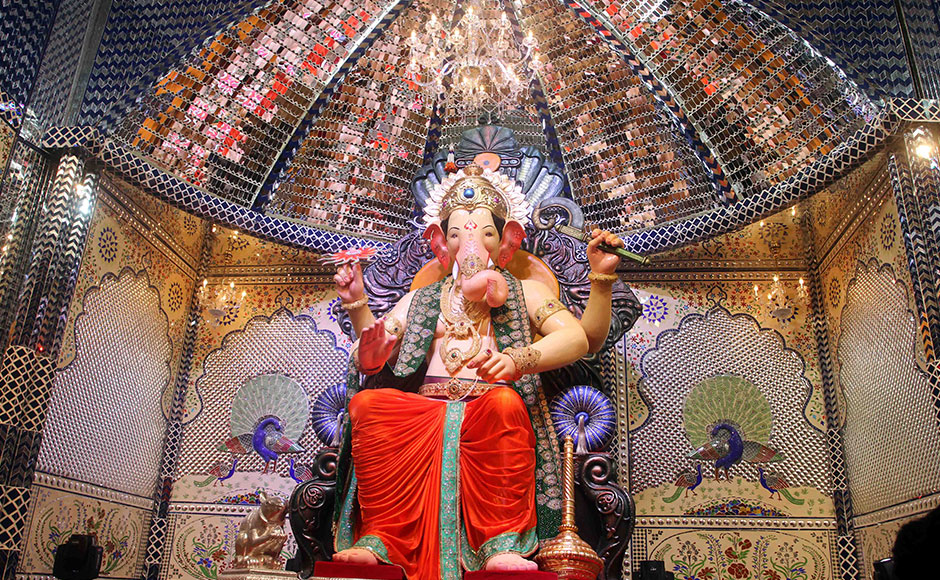 Bollywood Dances to Ganesha's Tunes