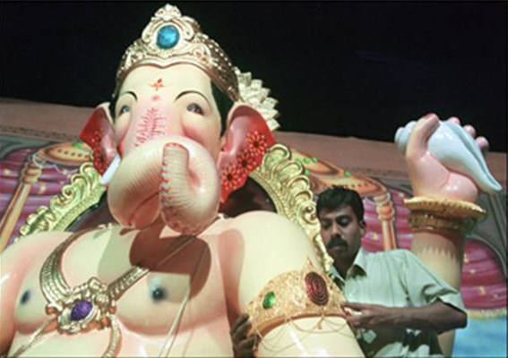 An artist giving finishing touches to the idol of Lord Ganesha, popularly known as Lalbaugcha Raja in Mumbai. (Image: Enjoyfestivals.com)