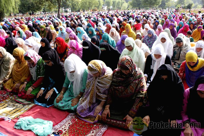 In this 2014 image, Muslim women are shown offering prayers during Eid in Srinagar. (Image: Prokerala.com)