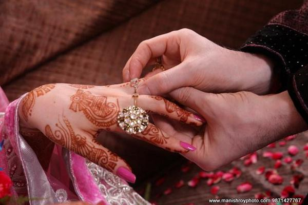 Ring ceremony is an important occasion in Indian weddings. (Image: Easyday.snydle.com)