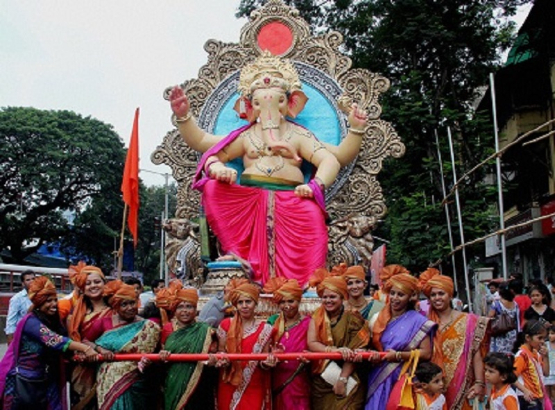 Women devotees pull a chariot carrying Lord Ganesha's idol in Mumbai. (Image: Dnaindia.com)