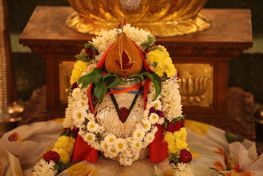 The traditional Pooja Kalash. (Image: Wallpaper.krishoonetwork.com)